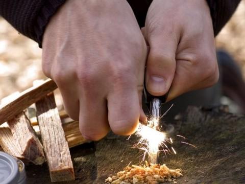 Cómo hacer un fuego con pedernal