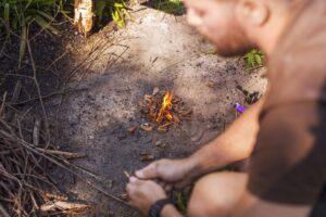 hacer fuego en el monte